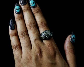 Press On Nails (Alien Glow)/Fake Nails/ Glue On Nails/ False Nails/ Glitter/ Gel Nails/ Glow in the Dark/ Alien/ Black Nails/ Holographic