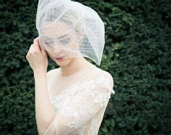 Doppellagiger kurzer Birdcage-Schleier / Bridal Veil für moderne Braut/ Hochzeit aus feinstem Tüll - Alice