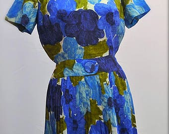 1960s hand made floral dress with pleated skirt and flattering waist in blues.