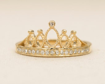 Ready to ship! Diamond Crown in Solid 18K Gold and Milgrain Details Wedding Ring Band AD1225