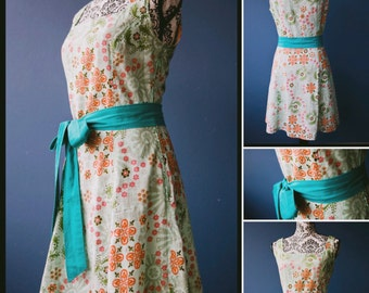 Vintage style dress - square neckline - green with floral pattern - size XS to 5XL