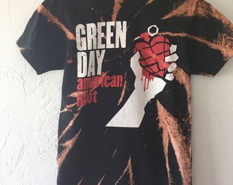 Green Day Shirt , Green Day ,  Bleached shirt , bleached t shirt, band shirt , bleached band shirt , bleached distressed shirt. Size Small