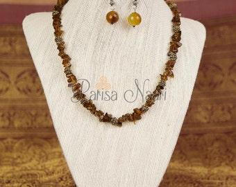 Rough cut jade necklace set in earth tones