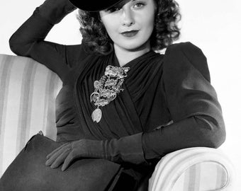 """Barbara Stanwyck Monochrome Photographic Print 03 (A4 Size - 210mm x 297mm - 8.25"""" x 11.75"""") Ideal For Framing"""
