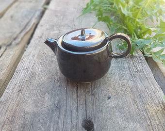 Black tea-pot