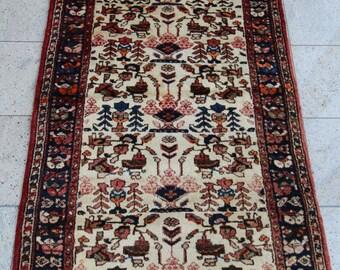 209 x 115 cm (6.9 x 3, 8 ft) Persian carpet, Hamadan rug, handmade, oriental rug, hand knotted, old, wool.