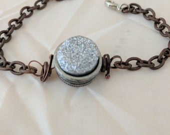Simple bracelet with a touch of sparkle