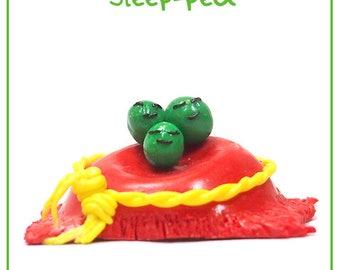Sleep-pea - Cute Polymer Clay Charm / Keyring / Ornament (Sleepy Peas)