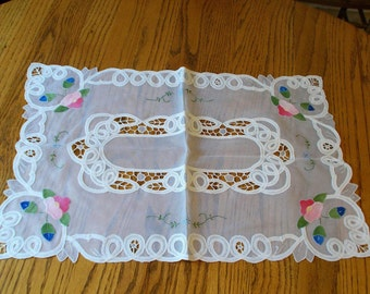 set of 2 beautifully detailed rectangular doilies