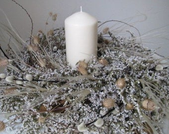 White dried wreath- The Pardre
