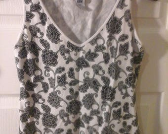 Used Black and white low neck shirt