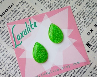 Sparkly Bright Spring green teardrop earrings  -  confetti lucite vintage inspired earrings handmade by Luxulite