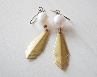 Deco Earrings, Pearl Earrings, White Freshwater Pearls, Brass Drop Earrings, Dangle Earrings, Vintage Style, Boho, Bohemian, Bridesmaid