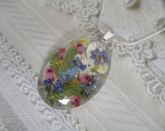 Remember Me Always-Forget-Me-Nots,Queen Anne's Lace,Snowball Bush,Frosted Ferns Glass Oval Pressed Flower Pendant-Symbolizes True Love,Peace
