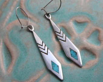 Sterling Silver Turquoise Dangle Earrings Pierced VINTAGE by Plantdreaming