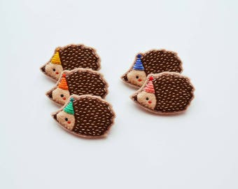 Hedgehog Brooch / Party Hedgehog Felt Brooch / Tiny Hedgehog / Cute Animal Brooch / Woodland Animal Pin / Hedgehog Accessory / Party Hat Pin