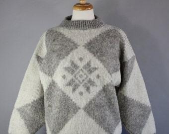 Vintage 80s Women's Gray Cream Geo Nordic Snowflake Icelandic Soft Wool Ski Sweater