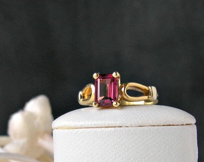 Vintage 14K Gold Garnet Ring Fine Jewelry Size 3.5