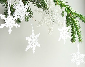 Christmas tree ornaments - white snowflakes decorations - crochet snowflakes with hanging loop - Christmas tree decorations - set of 6