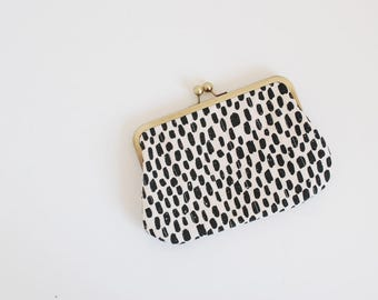 brush strokes clutch purse. black and white purse. black and white clutch. kisslock purse. quilted purse.