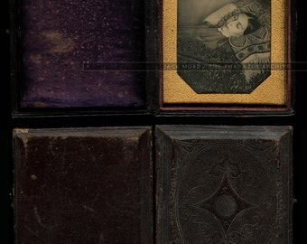 Very Early 1840s Post Mortem Daguerreotype of a Woman - Sealed