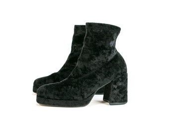 Vintage 90's Crushed Velvet Black Boots /Mod/ Retro Women's Size 9 1/2 Gothic/Goth/Grunge Shoes