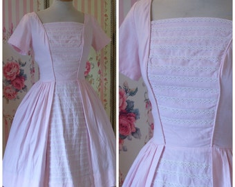 Adorable 1950s 60s Day Dress / Pale Pastel Pink Textured Cotton / Full Skirt / Lace Trim / Vera Dress Shop / S Small
