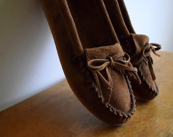 Brown vintage Minnetonka leather moccasin shoes - womens size 7.5 / Native American / Natural / Boho