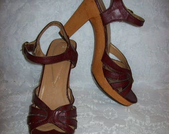 Vintage 1970s Ladies Burgundy Strappy High Heel Sandals Size 7 Disco Only 14 USD