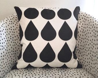 Raindrops cushion cover