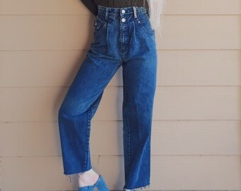 Vintage Levi's 900 Series Pleated High Waisted Cropped Loose Fit Jeans // Women's size 26 27