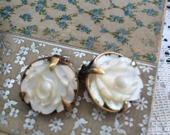 Stunning MOP Mother of Pearl Earring Carved MOP Flower Earrings