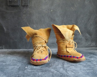 Moosehide Mukluks. Leather Beaded Moccasins. Handmade in Canada. Native Indian Beaded Moccasins. Size 7.5 -8 Women's |The Curious Moose