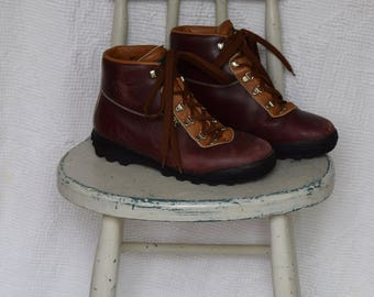 Brown and Tan Leather 'Vasque' High Ankle Hiking Boots / Mountaineering Boots / Walking Boots - Men's 81/2 / Women's 10 1/2 to 11