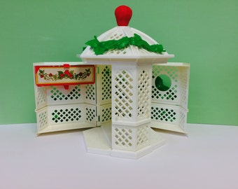 Vintage Strawberry Shortcake, Strawberry Shorcake Gazebo, American Greetings 1981, 1980s Toys, Vintage White and Green Gazebo, Playset
