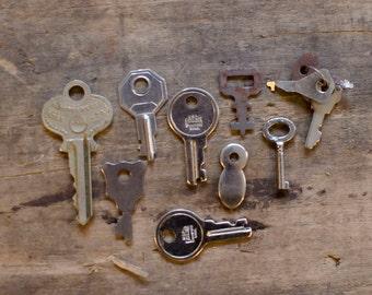 Antique small Keys box keys, group of antique keys, rusty keys, ornate keys, home decor, art projects