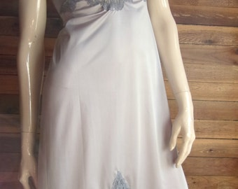 Vintage Lingerie 1960s VASSARETTE Underneath it All Silver Size 32 F Full Slip