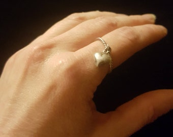 Silver hear ring, charm ring, heart charm, vintage ring size 7