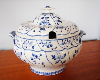 19th Century Minton Flow Blue China Large Tureen, 1886 Design Registered In 1885, Blue & White Minton Kent Design, Blue Flowery Vines