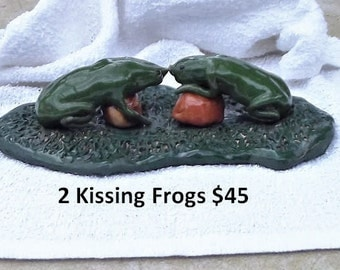 2 Kissing Frogs