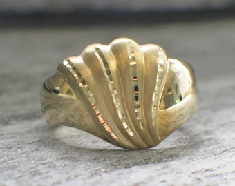 14K Yellow Gold Vintage Beverly Hills Gold Seashell Ring