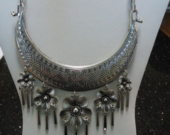 Hmong Miao Hill Tribe Necklace.     Made In Thailand.