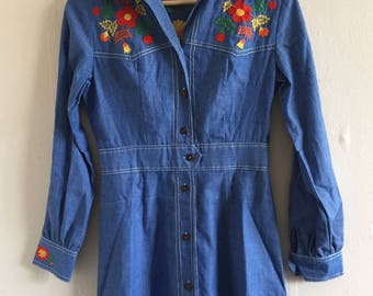 Vintage Embroidered Denim Shirtdress | 1970s Floral Chambray Summer Shirt Dress | Small S 8