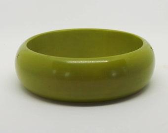 Vintage bangle - green plastic bangle