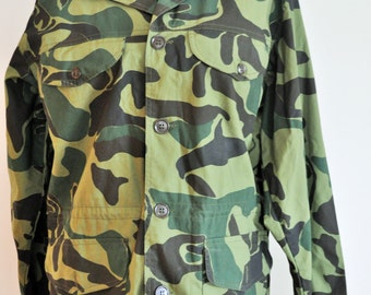 Vintage Camouflage Military Field Jacket / Army / Navy / Medium / M / Outwear / Green / Spring