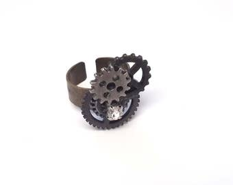 Steampunk gears and bling ring