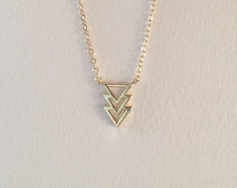 Tiny Triple Triangle Arrow Spear Necklace in Gold, Dainty Geometric Pendant Necklace, Arrow Necklace