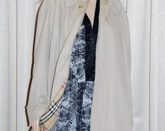 Burberrys of London authentic men's cotton polyester rain trench coat size 46 short