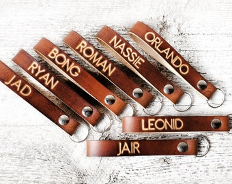 Personalized Leather Keychain Groomsmen Gifts, Leather Wedding Party Gift Set with Names, Date, Destination Wedding Location, Gifts for Him