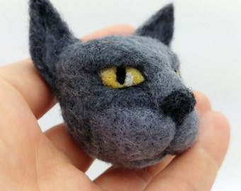Blue grey cat brooch | Badge | Pin | Needlefelt cat | Pet portrait | Felt animal | Cat jewellery | Gift for cat lover | Felt cat brooch